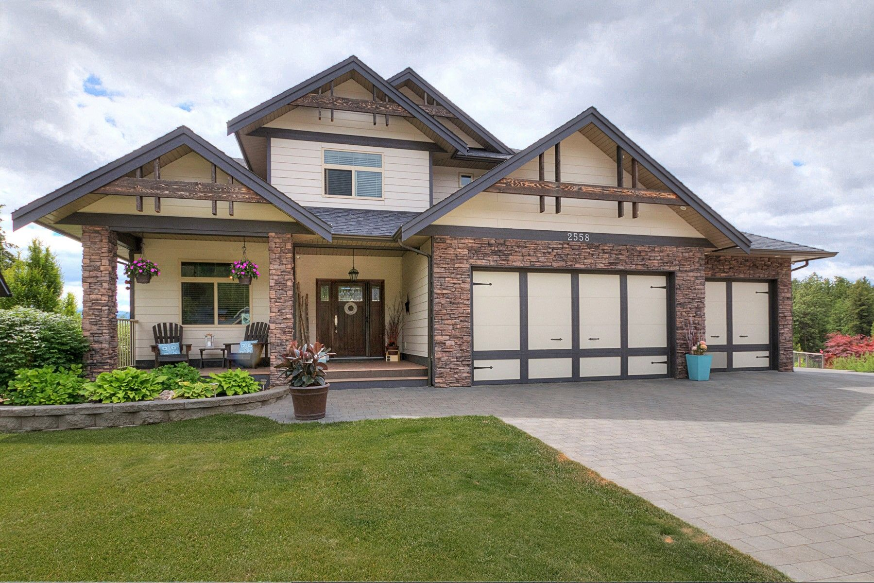 Main Photo: 2558 Pebble place in West Kelowna: Shannon Lake House for sale (Central Okanagan)  : MLS®# 10180242