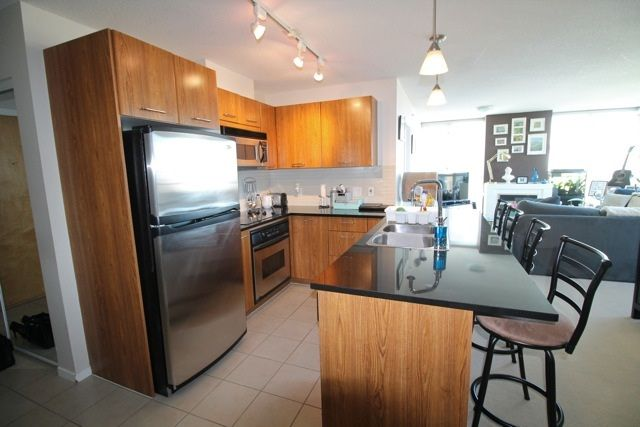 """Main Photo: 1804 1199 SEYMOUR Street in Vancouver: Downtown VW Condo for sale in """"BRAVA"""" (Vancouver West)  : MLS®# R2058991"""