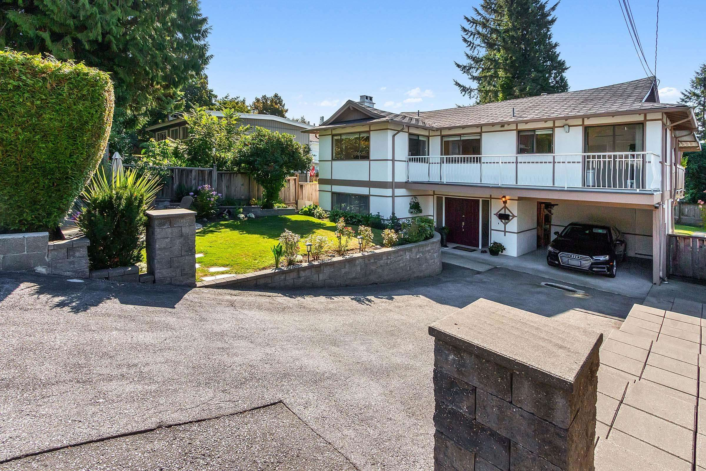 Main Photo: 117 W ST. JAMES Road in North Vancouver: Upper Lonsdale House for sale : MLS®# R2614107