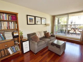 """Photo 4: 107 925 W 15TH Avenue in Vancouver: Fairview VW Condo for sale in """"THE EMPEROR"""" (Vancouver West)  : MLS®# R2094546"""