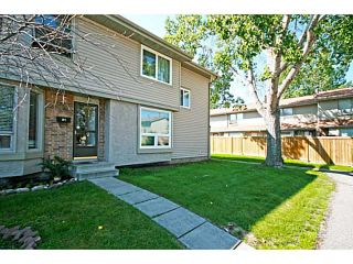 Photo 1: 81 123 QUEENSLAND Drive SE in CALGARY: Queensland Residential Attached for sale (Calgary)  : MLS®# C3624581