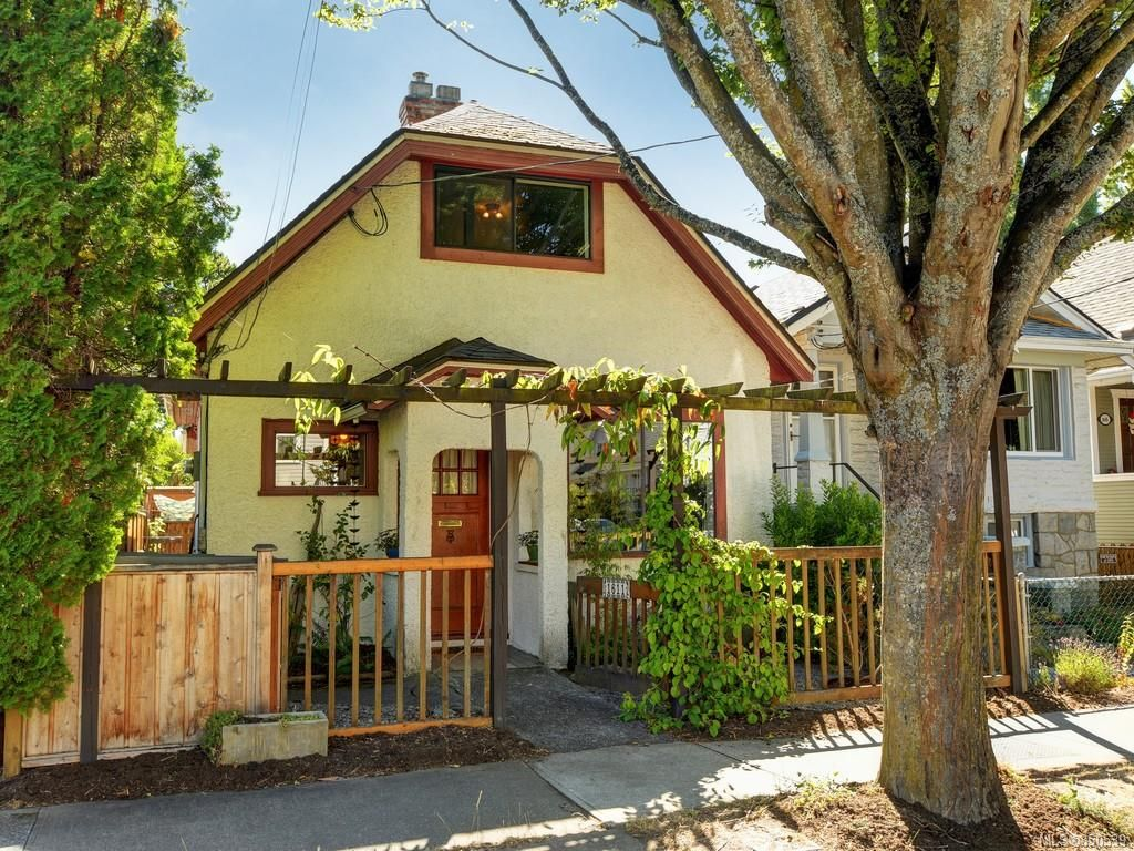 Main Photo: 1611 Redfern St in : Vi Jubilee House for sale (Victoria)  : MLS®# 850539