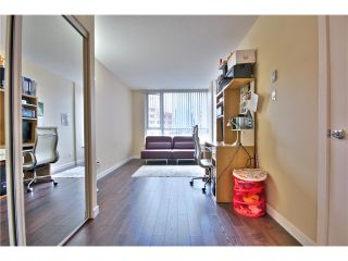 """Photo 9: 1403 1212 HOWE Street in Vancouver: Downtown VW Condo for sale in """"1212 Howe"""" (Vancouver West)  : MLS®# V1000365"""