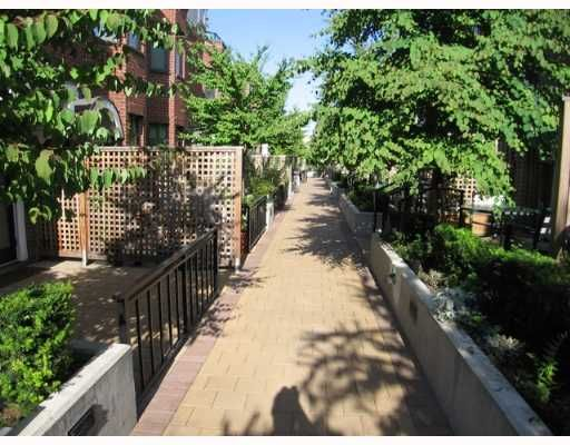 """Photo 2: Photos: 842 W 6TH Avenue in Vancouver: Fairview VW Townhouse for sale in """"BOXWOOD GREEN"""" (Vancouver West)  : MLS®# V650678"""