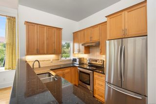 Photo 5: 2 1731 Albert Ave in Victoria: Vi Jubilee Row/Townhouse for sale : MLS®# 886521