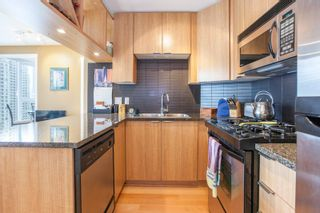 """Photo 2: 1604 1010 RICHARDS Street in Vancouver: Yaletown Condo for sale in """"The Gallery"""" (Vancouver West)  : MLS®# R2204438"""