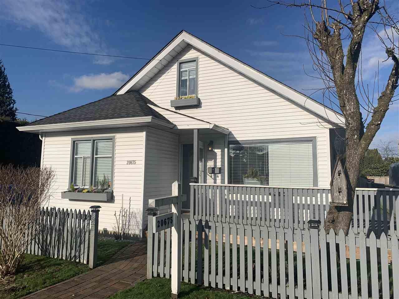 Main Photo: 20675 LORNE Avenue in Maple Ridge: Southwest Maple Ridge House for sale : MLS®# R2534798
