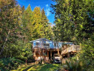 "Photo 2: 268 GORDON Road: Keats Island House for sale in ""Eastbourne Estates"" (Sunshine Coast)  : MLS®# R2536438"