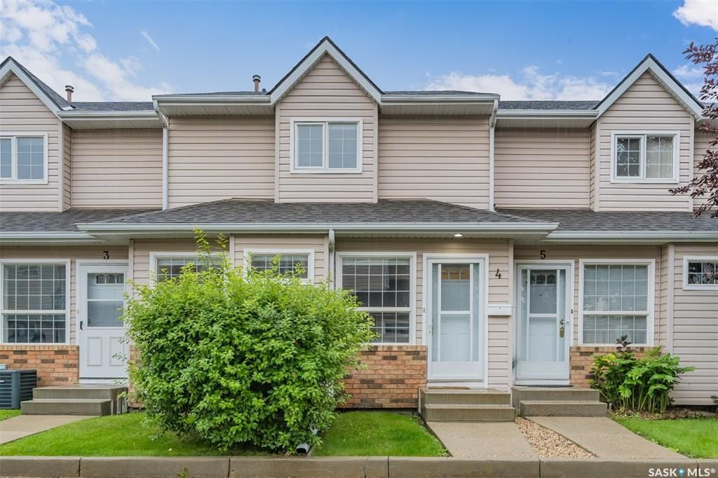 Main Photo: 4 102 Willow Street East in Saskatoon: Exhibition Residential for sale : MLS®# SK867978