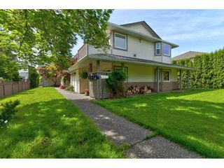 Photo 2: 2 19690 56 Avenue in Langley: Langley City Townhouse for sale : MLS®# R2580601