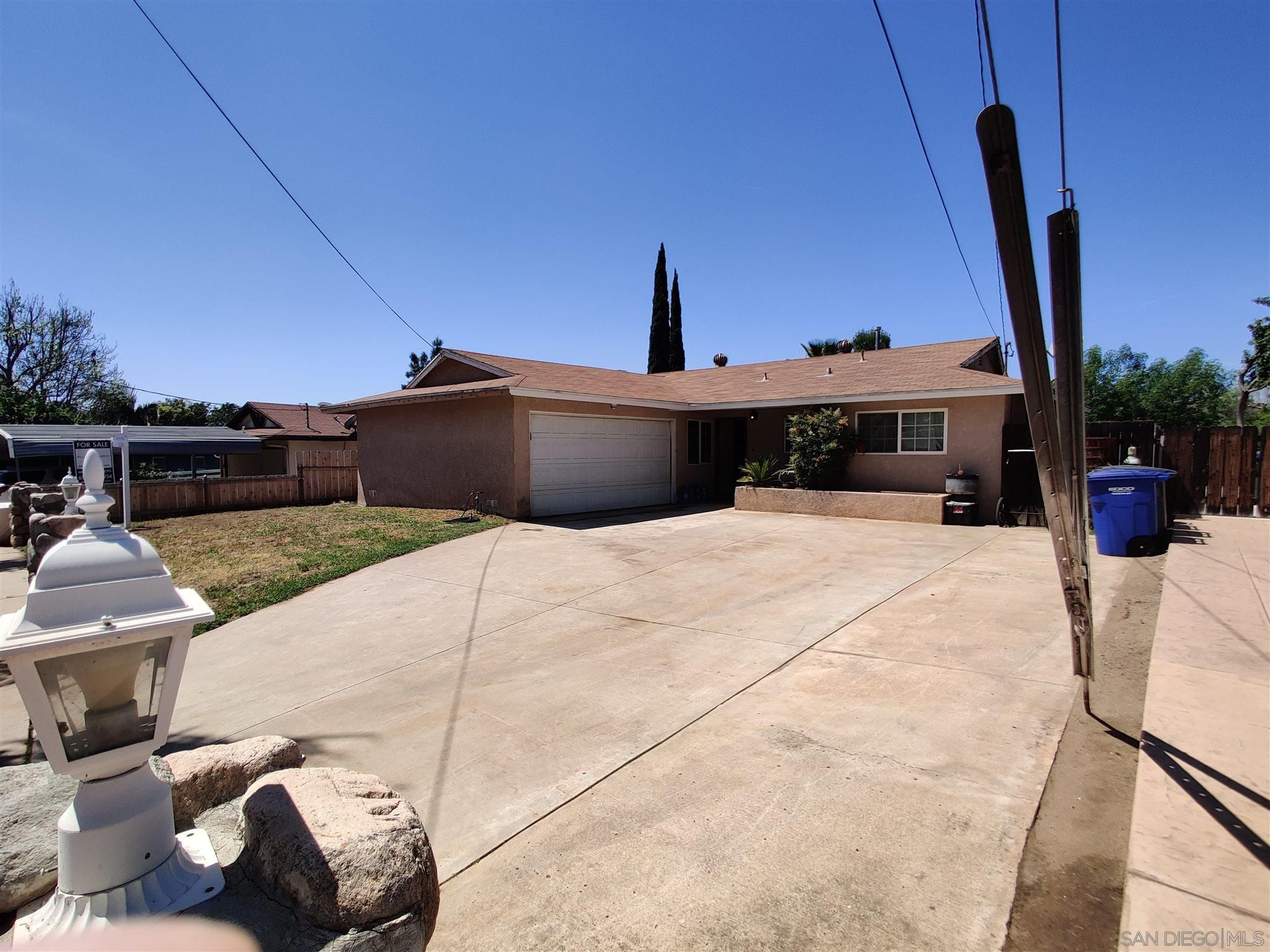 Main Photo: EL CAJON House for sale : 3 bedrooms : 1288 Camillo Way