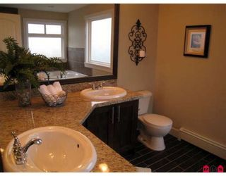 """Photo 5: 21023 83B Avenue in Langley: Willoughby Heights House for sale in """"Yorkson"""" : MLS®# F2803150"""
