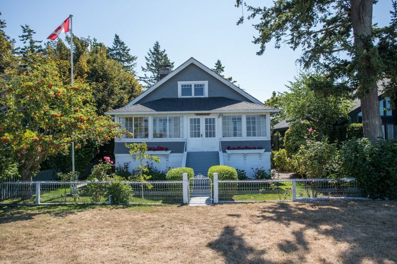 """Main Photo: 3016 O'HARA Lane in Surrey: Crescent Bch Ocean Pk. House for sale in """"CRESCENT BEACH"""" (South Surrey White Rock)  : MLS®# R2487576"""