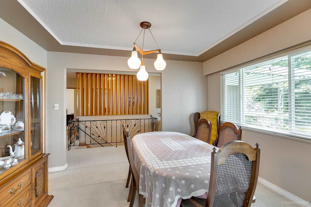 Photo 7: Photos: 1672 SPRICE Avenue in Coquitlam: Central Coquitlam House for sale : MLS®# R2389910