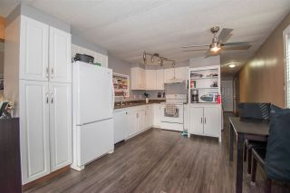 """Photo 5: 63 95 LAIDLAW Road in Smithers: Smithers - Rural Manufactured Home for sale in """"MOUNTAIN VIEW MOBILE HOME PARK"""" (Smithers And Area (Zone 54))  : MLS®# R2410431"""