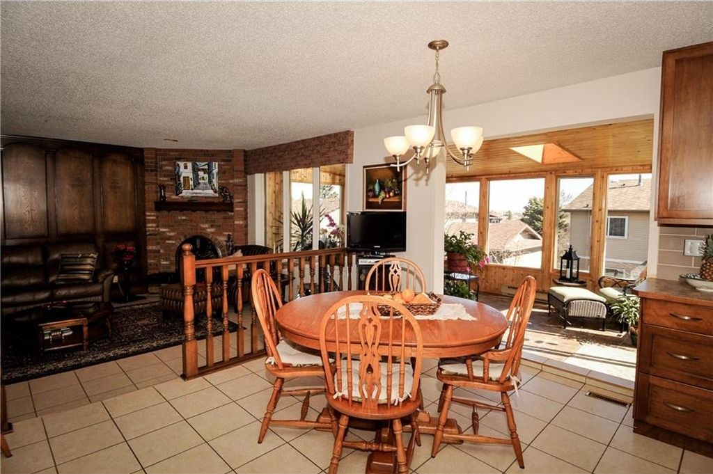 Photo 10: Photos: 52 BERKSHIRE Road NW in Calgary: Beddington Heights House for sale : MLS®# C4105449