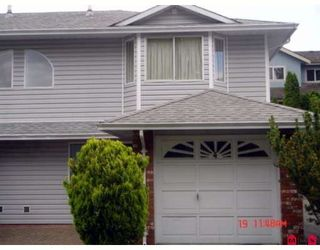 """Photo 1: 104 5921 177B Street in Surrey: Cloverdale BC Townhouse for sale in """"THE GABLES"""" (Cloverdale)  : MLS®# F2904968"""
