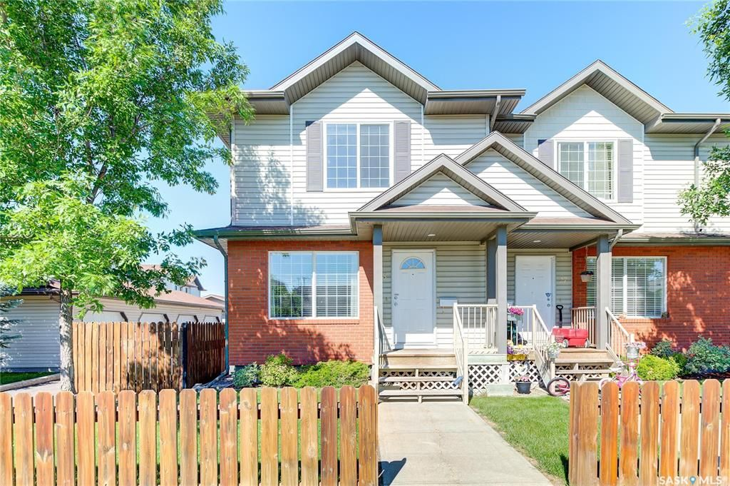 Main Photo: 28 135 Keedwell Street in Saskatoon: Willowgrove Residential for sale : MLS®# SK861368