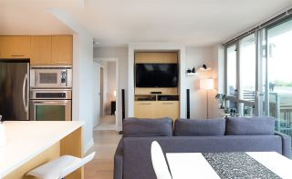 """Photo 14: 522 2008 PINE Street in Vancouver: False Creek Condo for sale in """"MANTRA"""" (Vancouver West)  : MLS®# R2348599"""
