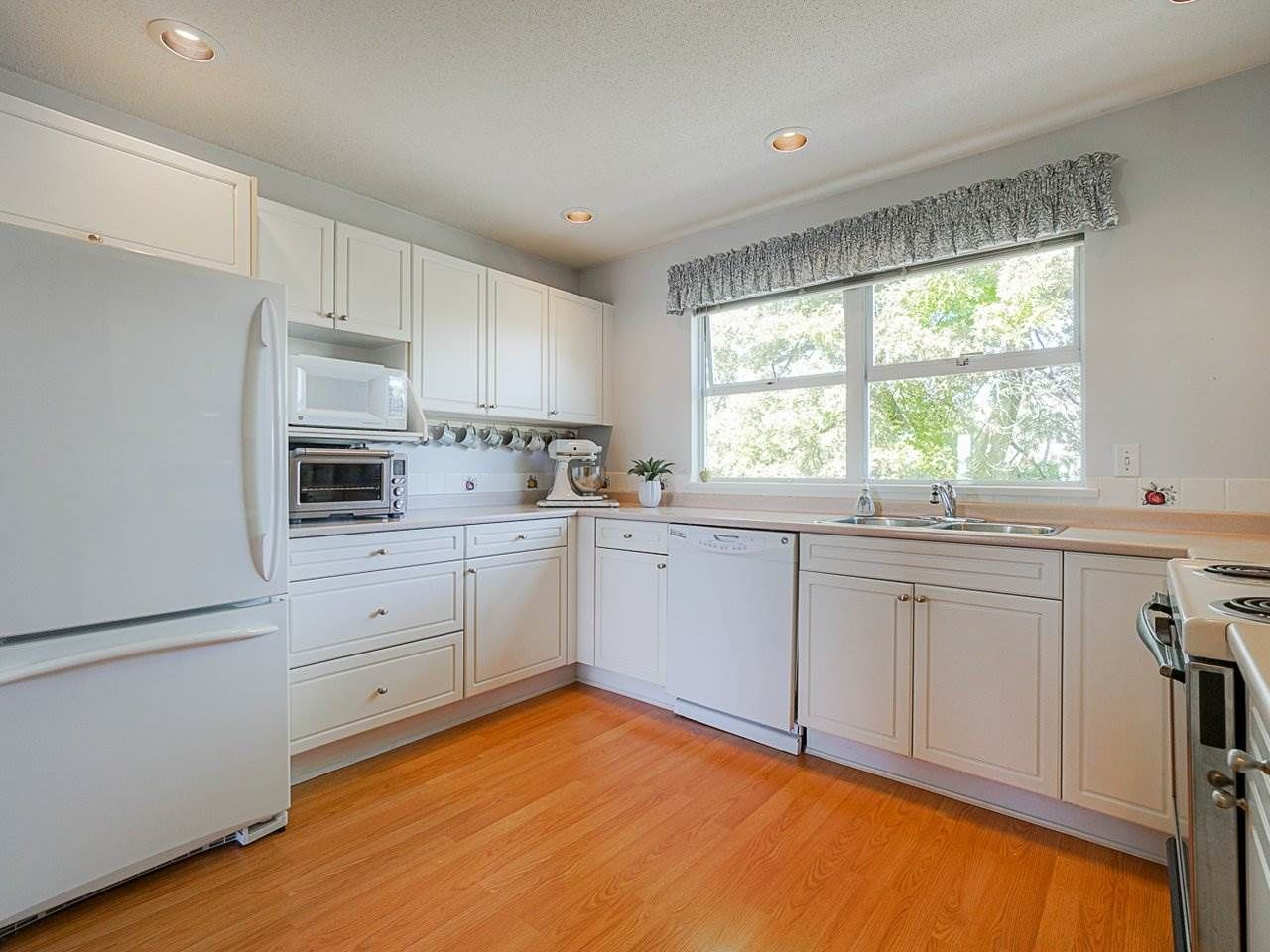 """Photo 29: Photos: 4 235 E KEITH Road in North Vancouver: Lower Lonsdale Townhouse for sale in """"Carriage Hill"""" : MLS®# R2471169"""