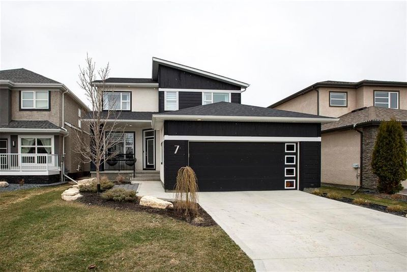 FEATURED LISTING: 7 Snowberry Circle Winnipeg