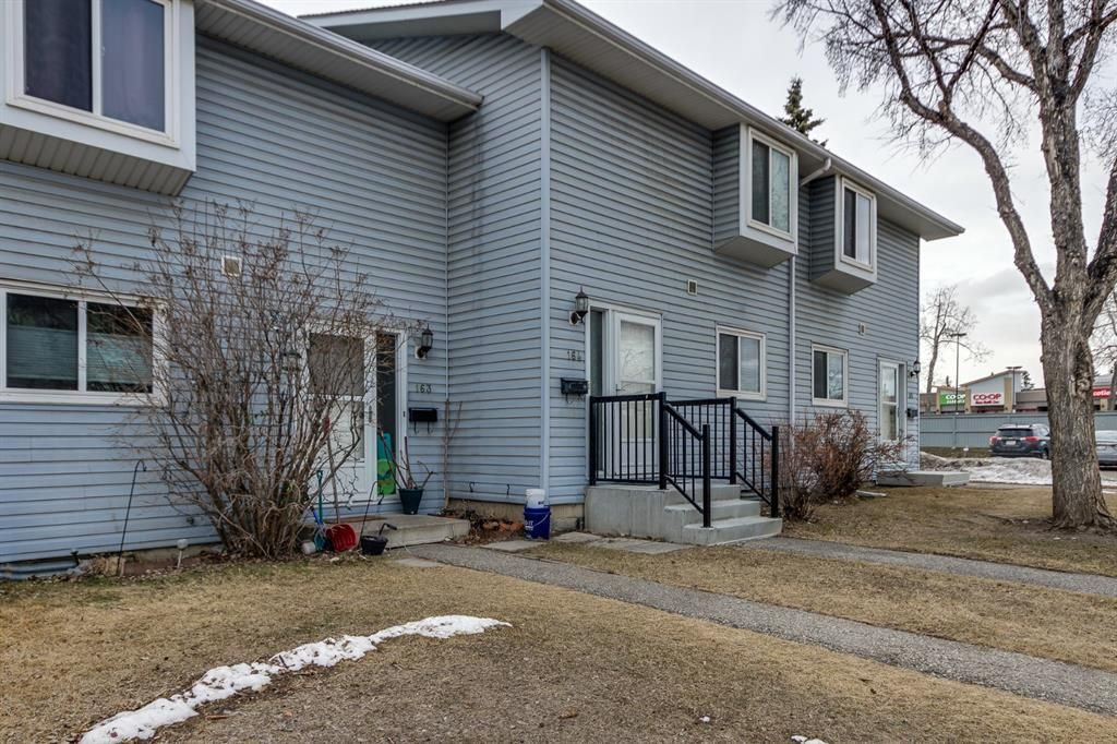 Main Photo: 164 4810 40 Avenue SW in Calgary: Glamorgan Row/Townhouse for sale : MLS®# A1088861