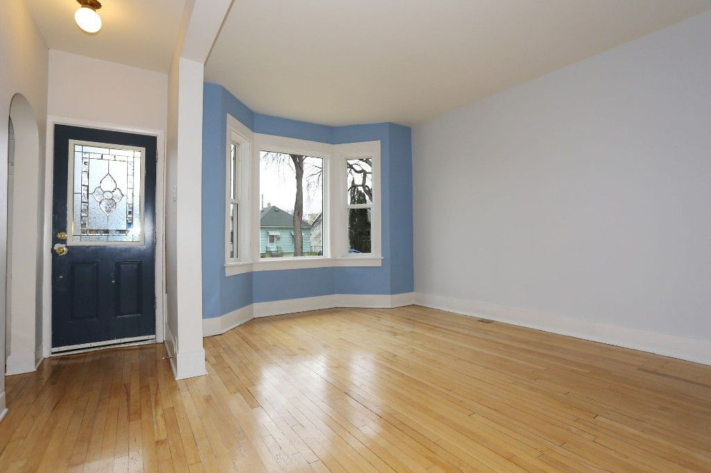 Photo 3: Photos: 626 Greenwood Place in Winnipeg: West End Duplex for sale (5C)  : MLS®# 1728014