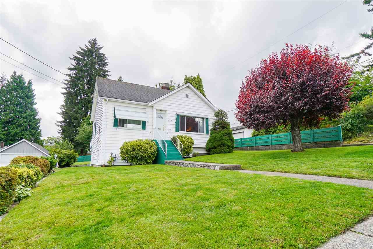 """Main Photo: 924 FIRST Street in New Westminster: GlenBrooke North House for sale in """"Glenbrooke North"""" : MLS®# R2465475"""