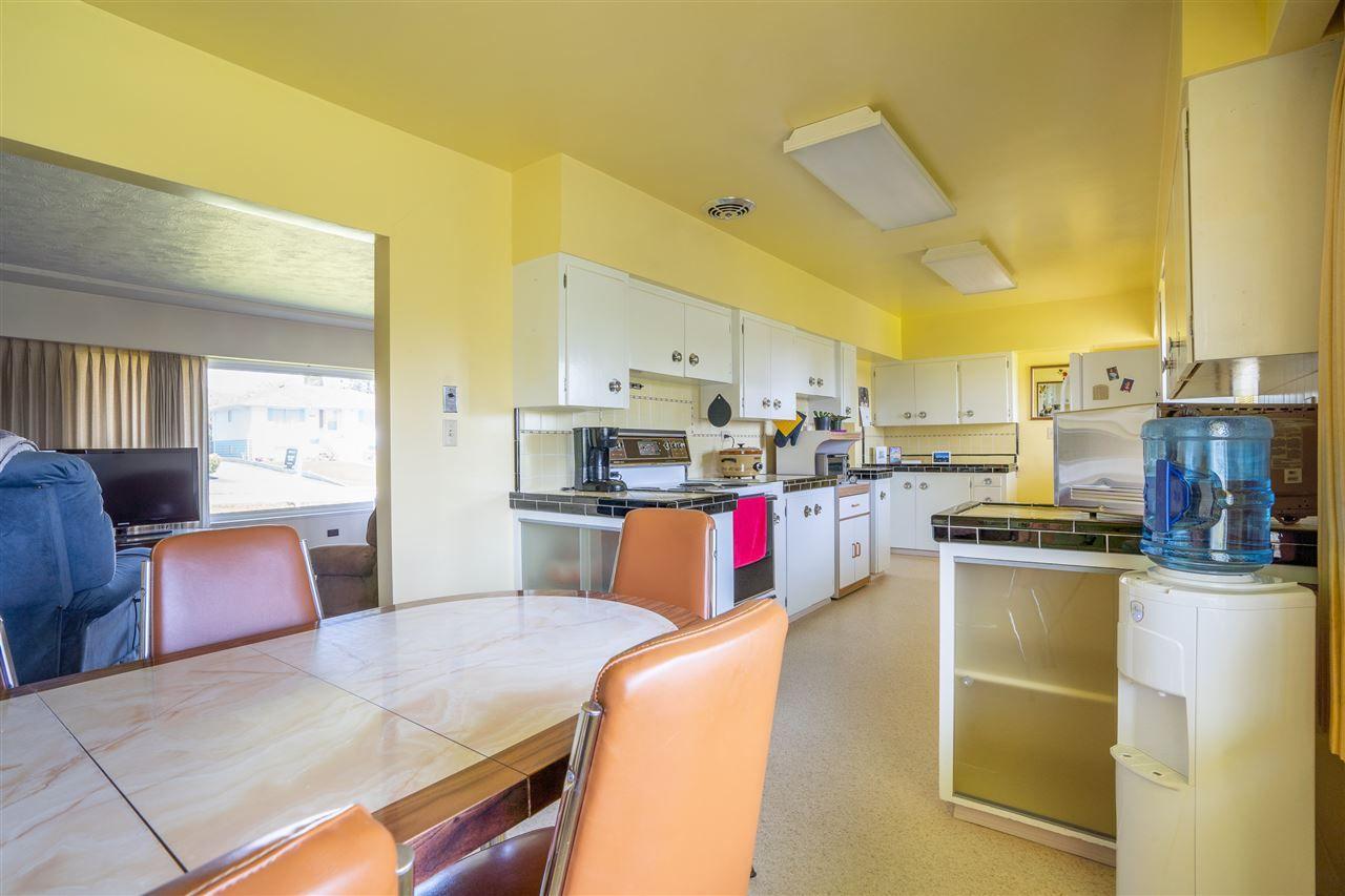 "Photo 10: Photos: 6420 AUBREY Street in Burnaby: Parkcrest House for sale in ""PARKCREST"" (Burnaby North)  : MLS®# R2365057"