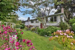 """Photo 3: 14975 RAVEN Place in Surrey: Bolivar Heights House for sale in """"BIRDLAND"""" (North Surrey)  : MLS®# R2592429"""