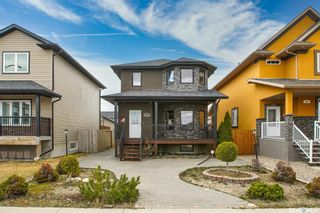 Photo 2: 819 Willowgrove Crescent in Saskatoon: Willowgrove Residential for sale : MLS®# SK852564