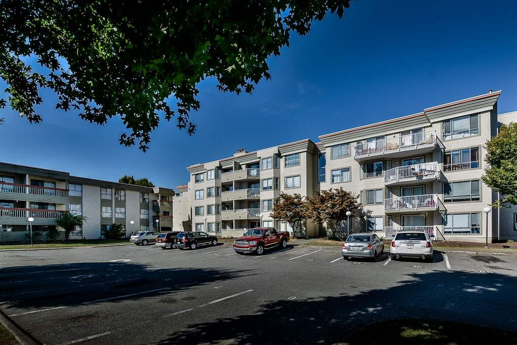 "Main Photo: 434 32830 GEORGE FERGUSON Way in Abbotsford: Central Abbotsford Condo for sale in ""Abbotsford Place"" : MLS®# R2109711"