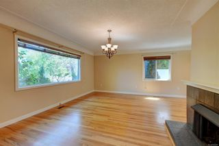 Photo 3: 2501 Wootton Cres in : OB Henderson House for sale (Oak Bay)  : MLS®# 882691