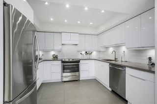 """Photo 10: 401 1340 DUCHESS Avenue in West Vancouver: Ambleside Condo for sale in """"Duchess Lane"""" : MLS®# R2594864"""