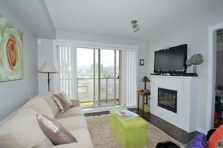 """Photo 6: 308 22318 LOUGHEED Highway in Maple Ridge: West Central Condo for sale in """"223 NORTH"""" : MLS®# R2447386"""