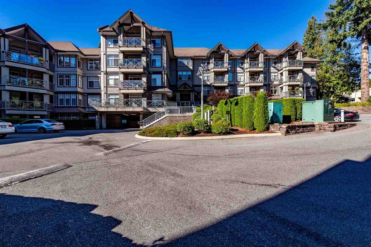 """Photo 1: Photos: 309 33318 E BOURQUIN Crescent in Abbotsford: Central Abbotsford Condo for sale in """"NATURES GATE"""" : MLS®# R2530844"""