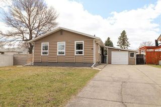 Photo 1: 66 Madera Crescent in Winnipeg: Maples Residential for sale (4H)  : MLS®# 202110241