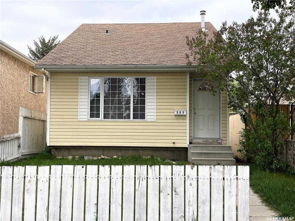 Main Photo: 909 I Avenue South in Saskatoon: Riversdale Residential for sale : MLS®# SK855889