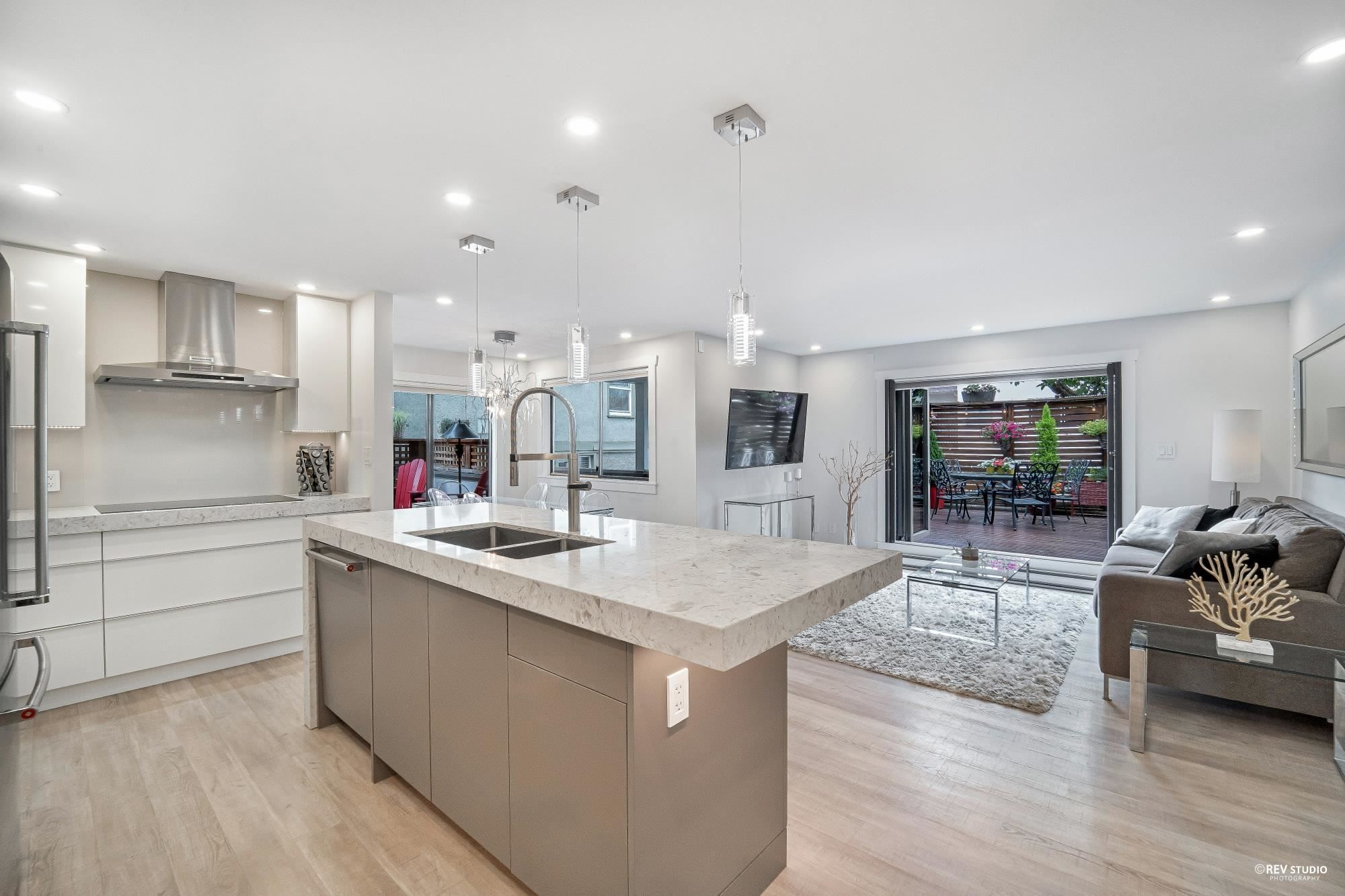 """Main Photo: 103 1633 W 11TH Avenue in Vancouver: Fairview VW Condo for sale in """"Dorchester Place"""" (Vancouver West)  : MLS®# R2608153"""