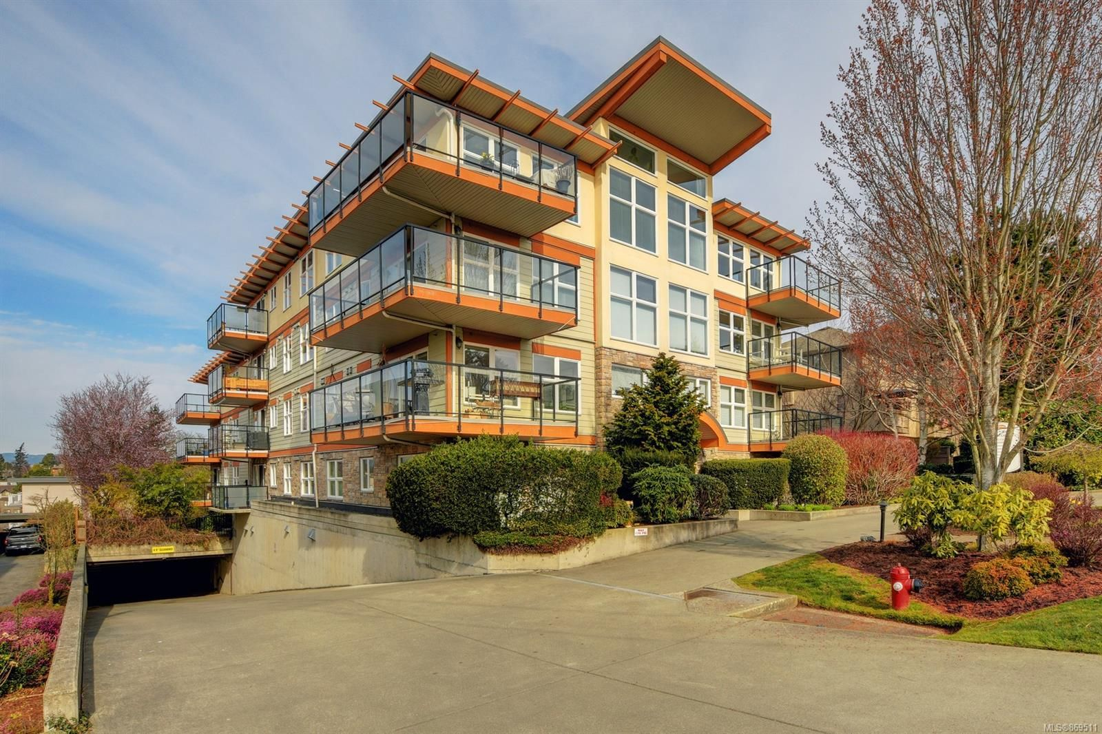 Main Photo: 305 2940 Harriet Rd in : SW Gorge Condo for sale (Saanich West)  : MLS®# 869511