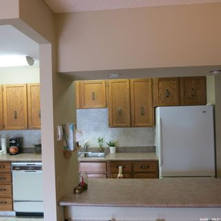 Photo 5: 205 351 Saguenay Drive in Saskatoon: River Heights SA Residential for sale : MLS®# SK867352