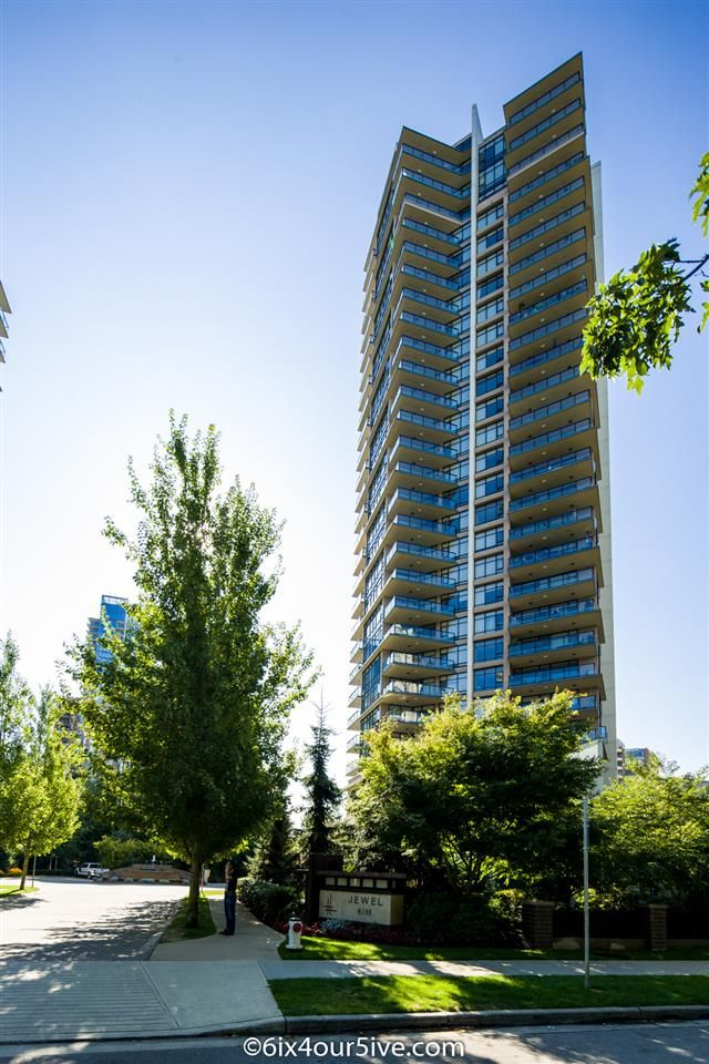 """Main Photo: 2301 6188 WILSON Avenue in Burnaby: Metrotown Condo for sale in """"JEWEL I"""" (Burnaby South)  : MLS®# R2202465"""