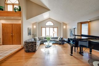 Photo 2: 256 BURTON Road in Edmonton: Zone 14 House for sale : MLS®# E4262280