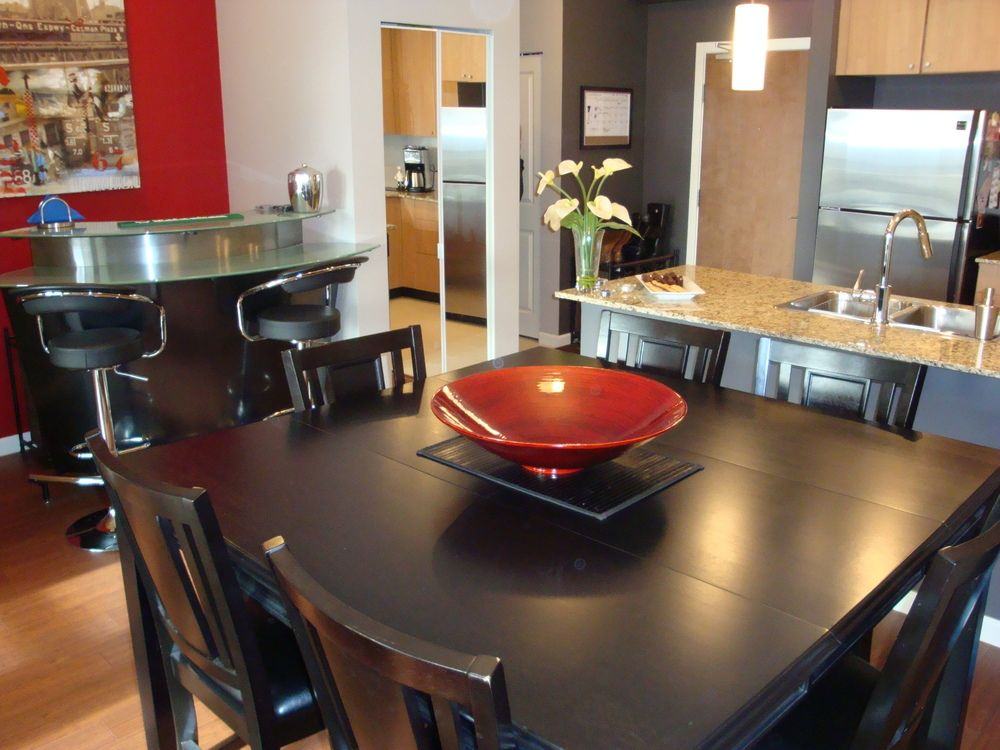 Dining Area & Adjoining Nook