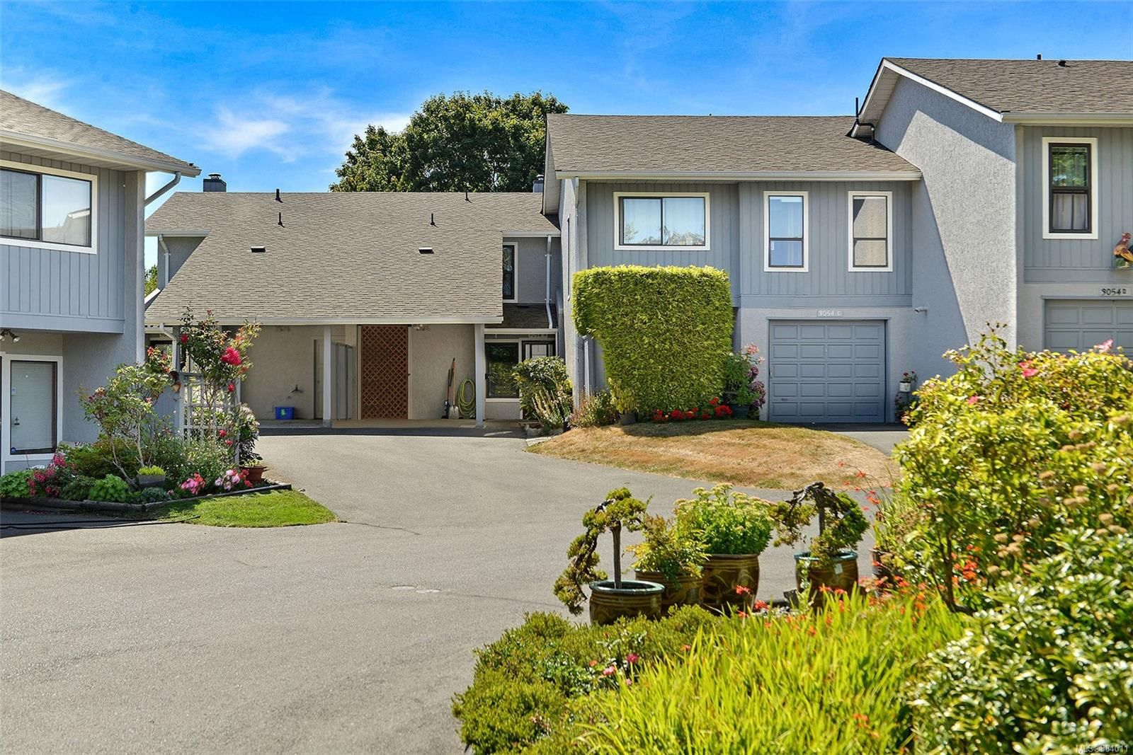 Main Photo: B 3054 Washington Ave in : Vi Burnside Row/Townhouse for sale (Victoria)  : MLS®# 884011