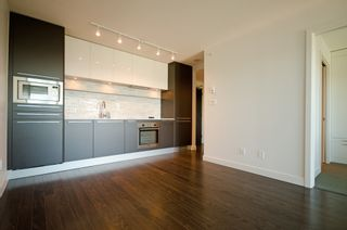 Photo 4: 2809 8131 NUNAVUT Lane in Vancouver West: Marpole Home for sale ()  : MLS®# R2080693