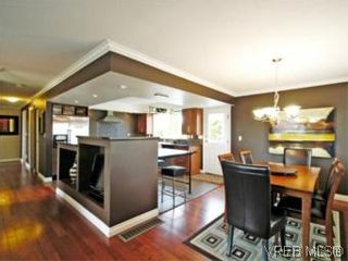 Photo 8: 4042 Hessington Place in VICTORIA: SE Arbutus House for sale (Saanich East)  : MLS®# 532222