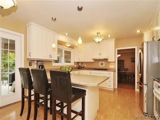 Photo 6: 1895 Hillcrest Ave in VICTORIA: SE Gordon Head House for sale (Saanich East)  : MLS®# 641305