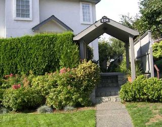 Photo 1: 2 224 W 16TH Street in North_Vancouver: Central Lonsdale Townhouse for sale (North Vancouver)  : MLS®# V731001