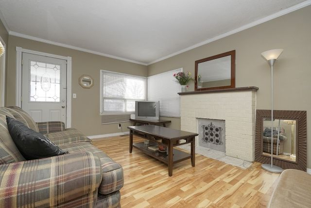 Main Photo: Amazing House For Rent walking distance to UOIT
